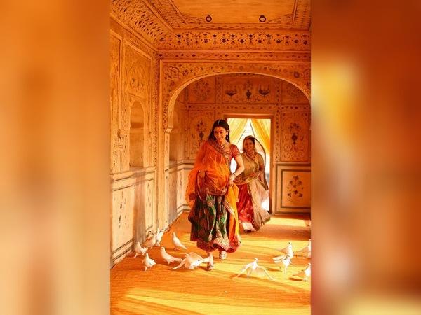 Neeta Lulla Shares Aishwarya Rai Pictures In Lehengas From ...