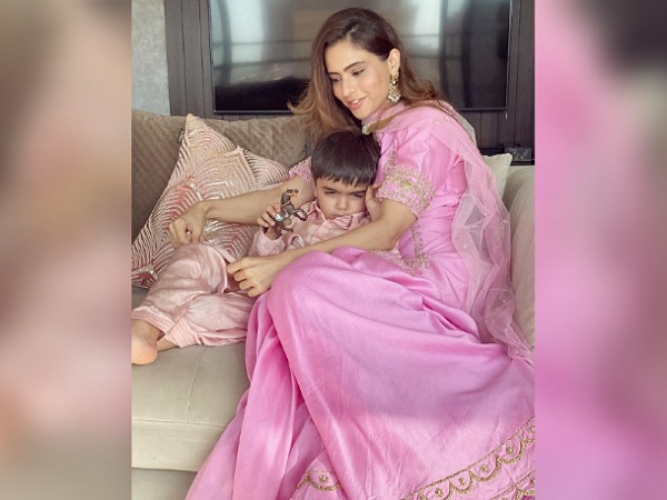 Aamna Sharif In A Pink Ethnic Suit