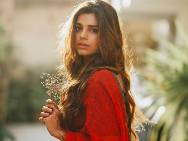 Zindagi Gulzar Hai Actress Sanam Saeed's Best 5 Outfits For This Monsoon