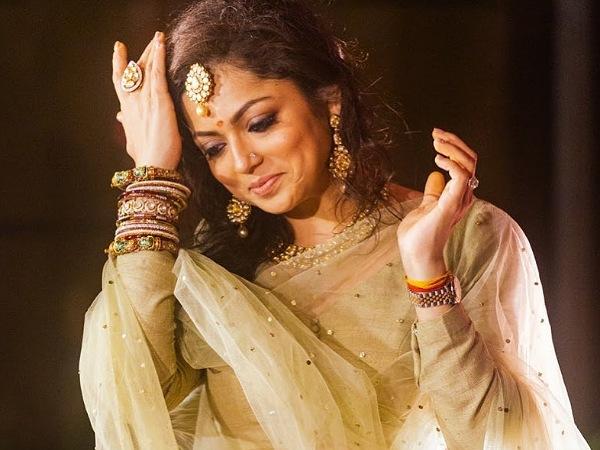 Madhubala Actress Drashti Dhami Give Major Bridesmaids Fashion Goals In Her Pretty Cream Lehenga