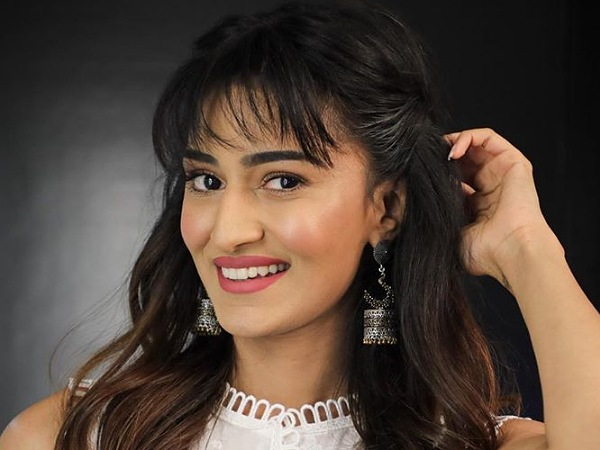 Kasautii Zindagii Kay 2 Actress Erica Fernandes Exudes Festive Vibes In A Sober Pristine White Suit
