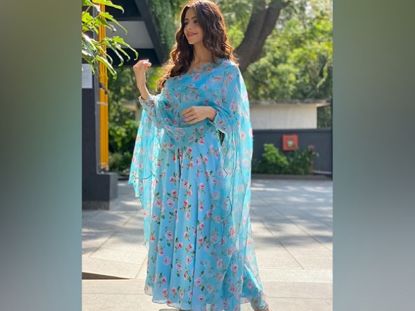 Aamna Sharif In A Blue Floral Anarkali