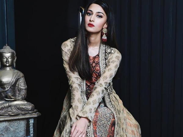 Erica Fernandes Is The Epitome Of Beauty In Her Pretty Anarkali And We Can't Take Our Eyes Off Her