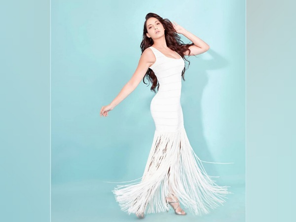 Bhuj Actress Nora Fatehi's White Fringe Gown And It's Price - Boldsky.com
