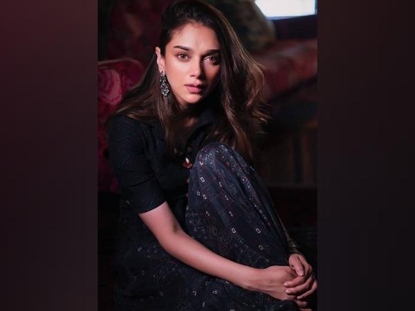 Aditi Rao Hydari's Midnight-Blue Outfit