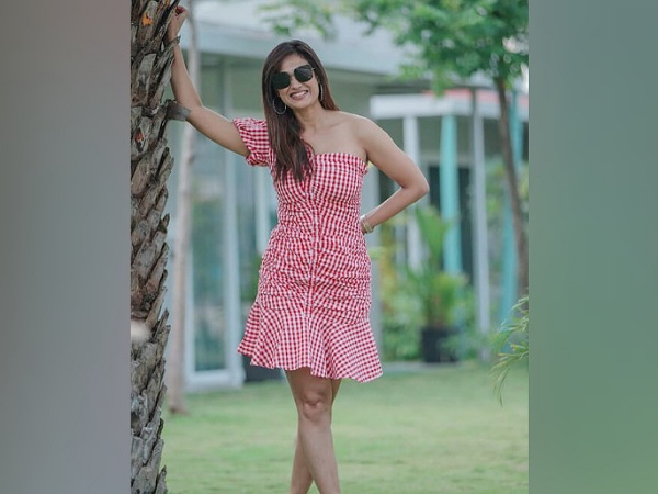 Shweta Tiwari In A Red Checked Dress