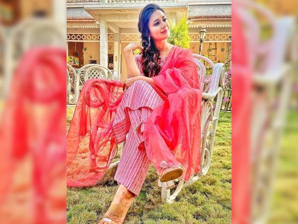 Divyanka Tripathi Dahiya In A Pink Suit On Lohri
