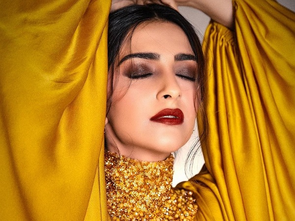 Sonam Kapoor Ahuja Sets The Makeup Bar High With Smokey Eyes And Luscious Red Lips