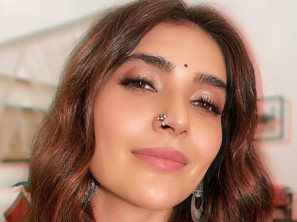 Karishma Tanna's Eyeliner-Free Glossy Make-Up Will Soon Be Your Go-To Party Look