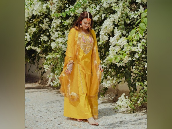 Dia Mirza's Suit From Mehendi Function