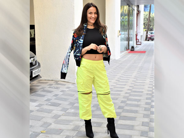 Elli AvrRam Flaunts Style In Chic Outfit