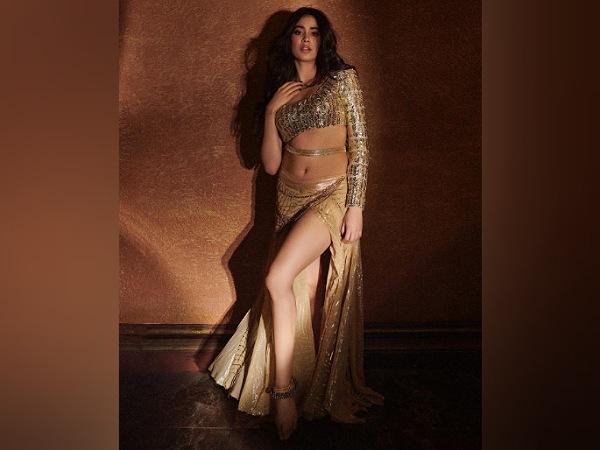 Janhvi Kapoor In Nadiyon Paar Song