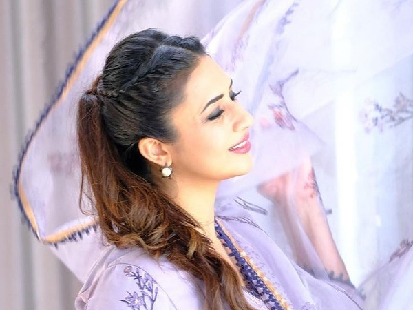 Divyanka Tripathi's Cool And Stylish Braid Hairstyle Will Spruce Up Your Boring Ponytail