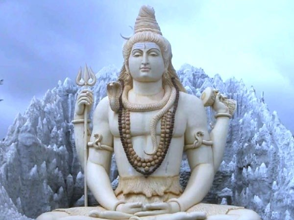 Maha Shivratri 2021: Offer These Flowers To Lord Shiva And Seek His Blessings