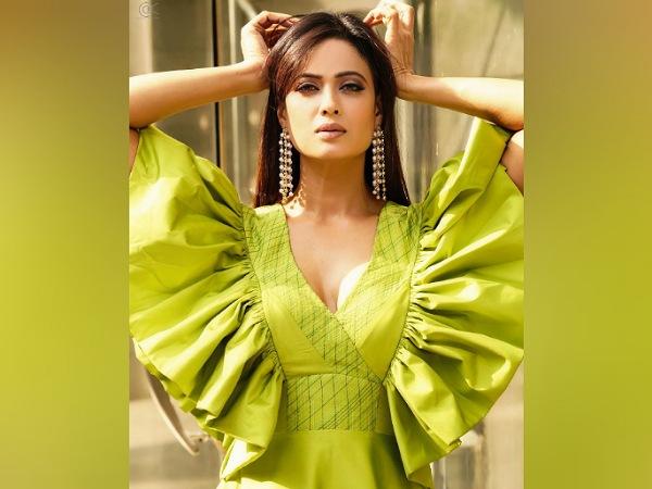 Shweta Tiwari's Green Ruffle Gown