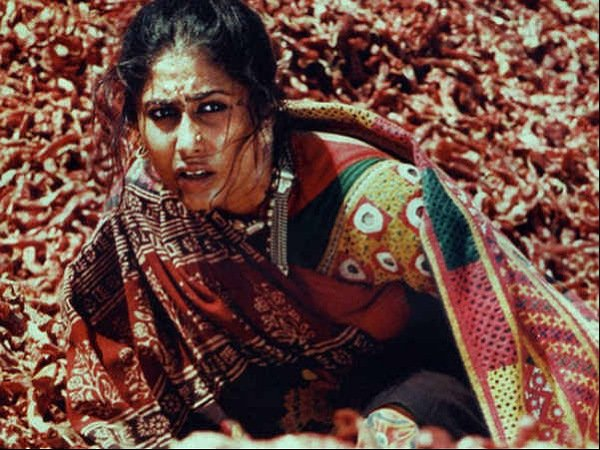 Flashback Friday: Decoding Smita Patil's Fashion From The Movie Mirch Masala
