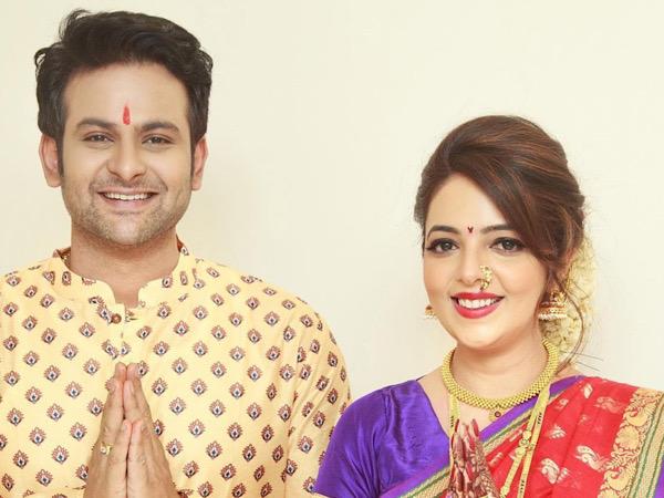 Newly Wed Sugandha Mishra Mesmerise Us With Her Maharashtrian Bridal Look In Bright Red Nauvari Saree
