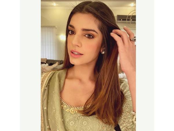 Zindagi Gulzar Hai Actress Sanam Saeed's Ethnic Outfit On Her Instagram