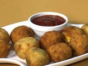 Simple Snack Recipe: Corn And Rice Ball