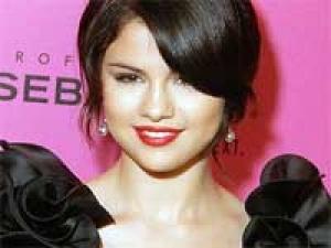 Selena Gomez Justin Bieber Valentines 150211 Aid