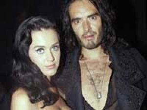 Katy Perry Russell Brand Honeymoon 100311 Aid