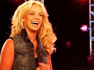 Britney Spears Lady Gaga 070611 Aid