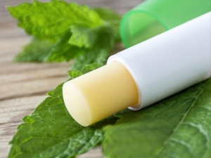 Natural Lip Balms For Winter