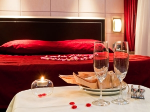 Red Hot Bedroom Decor For Valentines Day