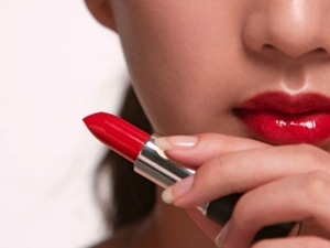 Simple Tricks To Make Your Lipstick Stay Longer