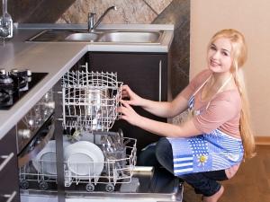 Seven Simple Tricks To Clean The Kitchen Essentials