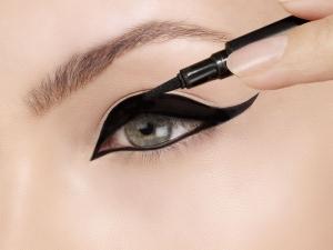 Tricks For Applying Cat Eye Liner