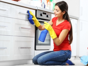 Eight Tips To Keep Kitchen Shelves Clean