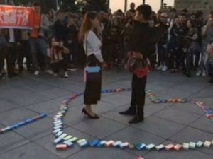 Man Proposed With Nine Hunderd And Ninety Nine Condom Boxes