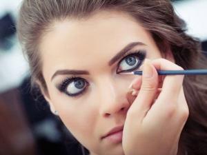 Steps To Rock Bold Smoldering Bengali Eyeliner Look