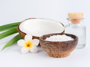 Coconut Oil Beauty Hacks We Cant Get Enough Off