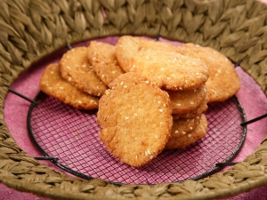 Crispy Sweet Mathri Recipe