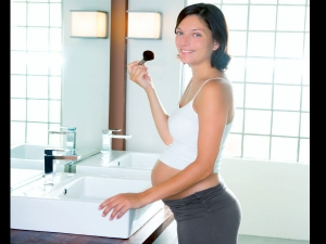 8 Simple Makeup Tips For Pregnant Women