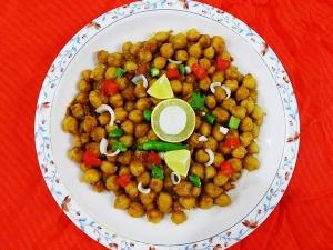 Khatta Meetha Chana Chaat For Ramadan