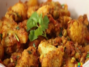 Quick And Tasty Aloo Gobhi Recipe With Video