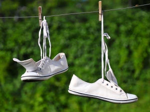 Five Ways To Remove Dirt Stains From Canvas Shoes