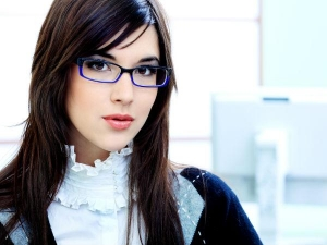 Ways To Look Pretty In Glasses