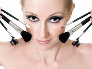 7 Reasons Why You Should Not Use Makeup Regularly 064500