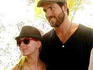 Ryan Reynolds Scarlett Love 010211 Aid