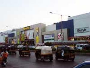 Mumbai City Malls Shopping 280411 Aid