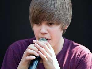 Justin Bieber Selena Gomez Making Out 070611 Aid