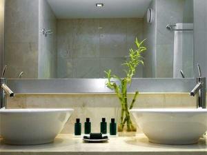 Bathroom Feng Shui Tips