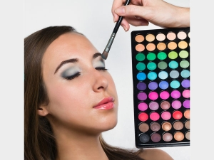 Know The Simple Eye Shadow Tips