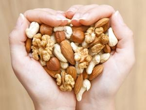 Eat Nuts To Lower Cholestrol