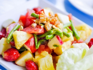 Tangy Shrimp Fruit Salad