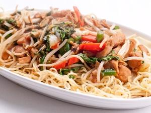 Lip Smaking Fried Chicken Noodles Recipe